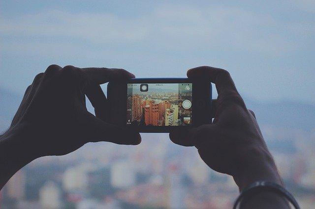 横画面は両手で撮影するので安定する