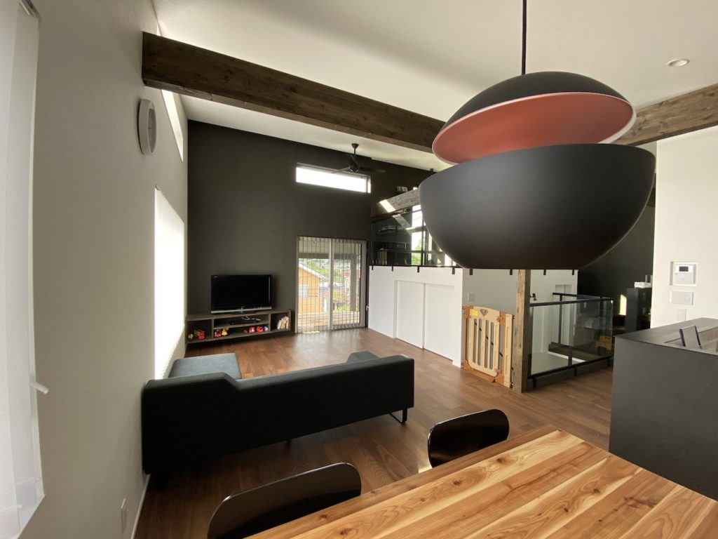勾配天井&2.5階フリースペース